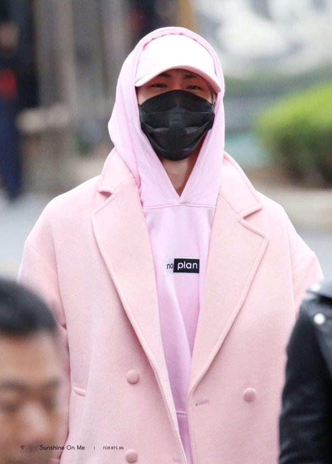 Mau ao long hong Jin (BTS) mac duoc ban voi gia 3,4 trieu dong hinh anh 9