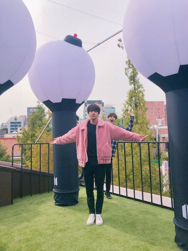 Mau ao long hong Jin (BTS) mac duoc ban voi gia 3,4 trieu dong hinh anh 5