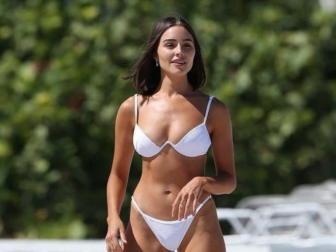 Olivia Culpo khoe dang chuan voi bikini hinh anh