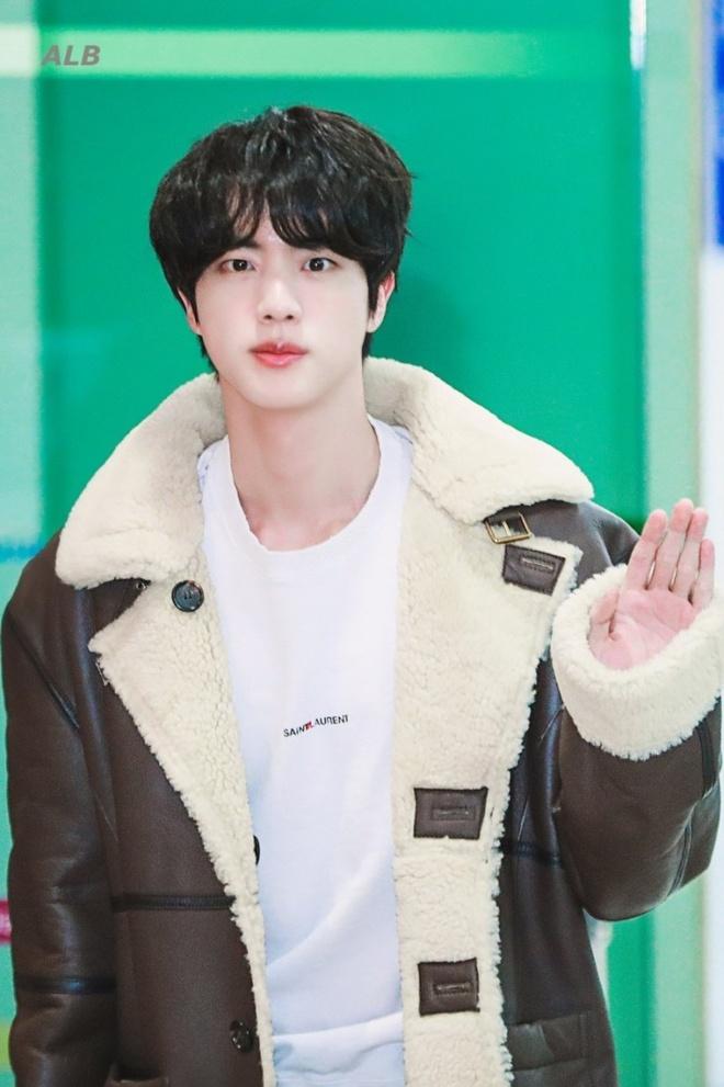 thoi trang san bay cua Jin anh 4
