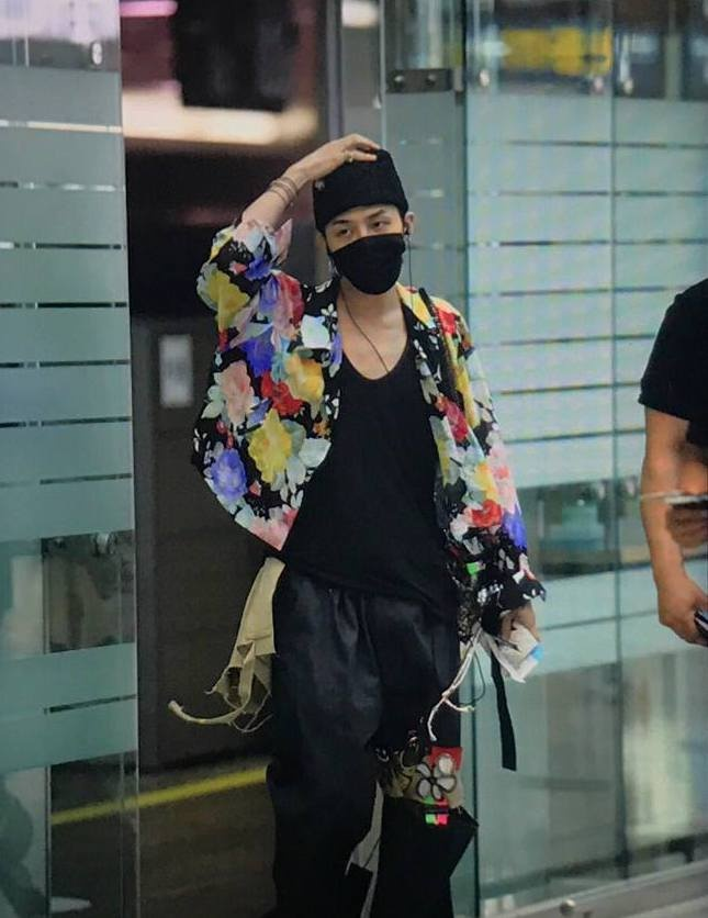 Trang phuc khi di trien lam cua G-Dragon bi che xau, kho hieu hinh anh 3 gdragon-7.jpg