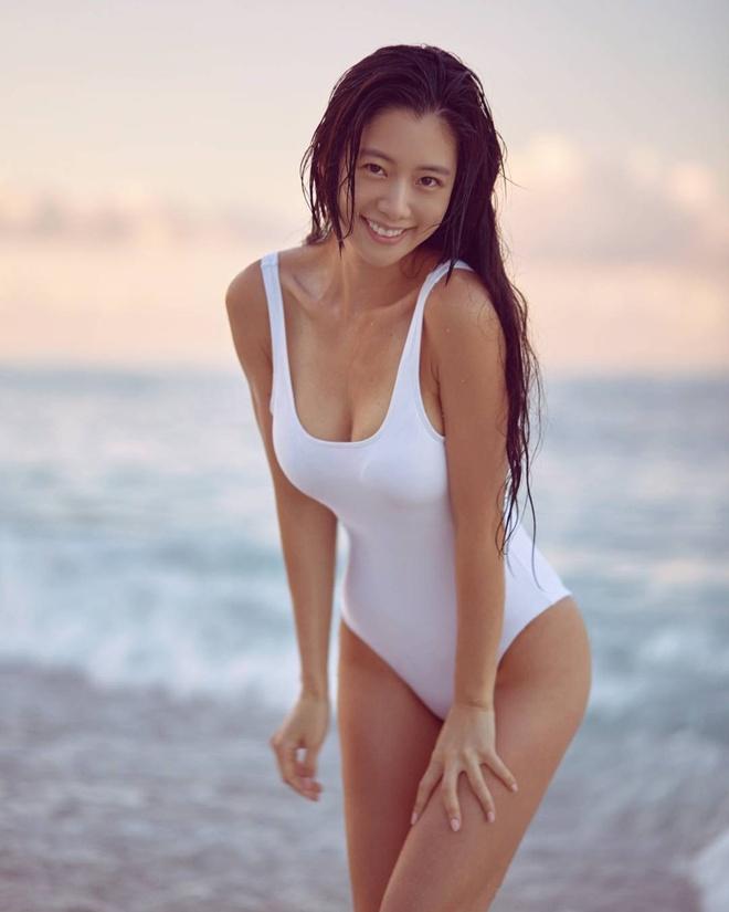 Sunmi va dan my nhan Han khoe tron duong cong co the voi swimsuit hinh anh 2 D3e5pjC0ZJWvVqmt_IUfUtRTlhhJSi1RXBrQVVwa0FU.jpeg
