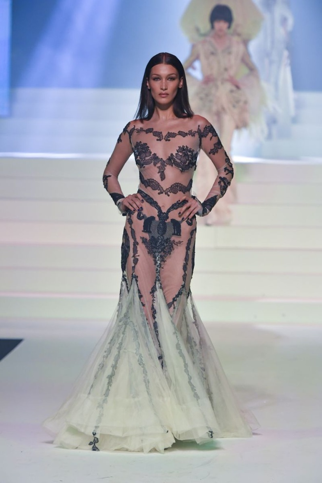Kim Kardashian va dan sao thich dien vay xuyen thau khoe body goi cam hinh anh 3 249ed800_3e35_11ea_affb_a1cbad09b180.jpg