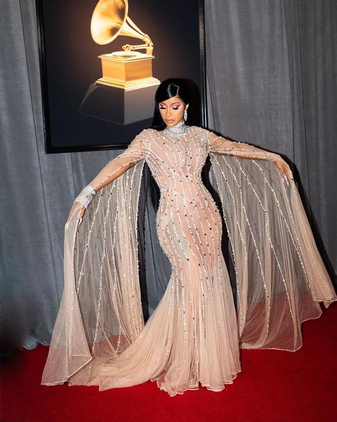 Kim Kardashian va dan sao thich dien vay xuyen thau khoe body goi cam hinh anh 8 NINTCHDBPICT000557702308.jpg