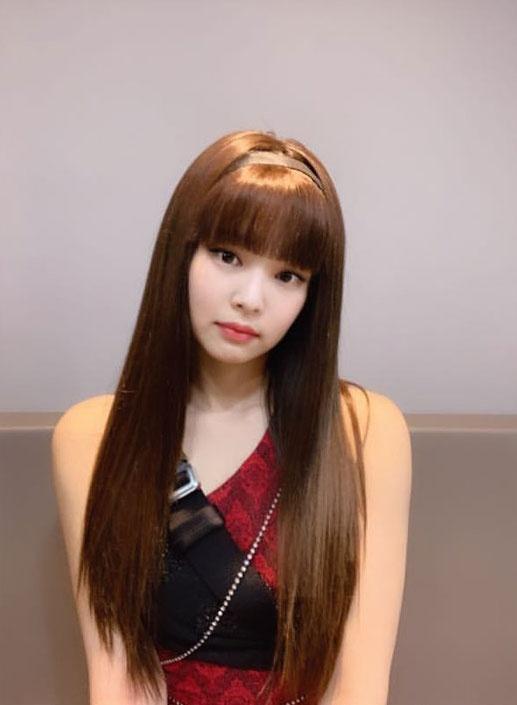 Lisa, Joy va nhieu my nhan Han len doi nhan sac nho cat toc mai hinh anh 3 cover_BLACKPINK_Jennie_with_bangs.jpg