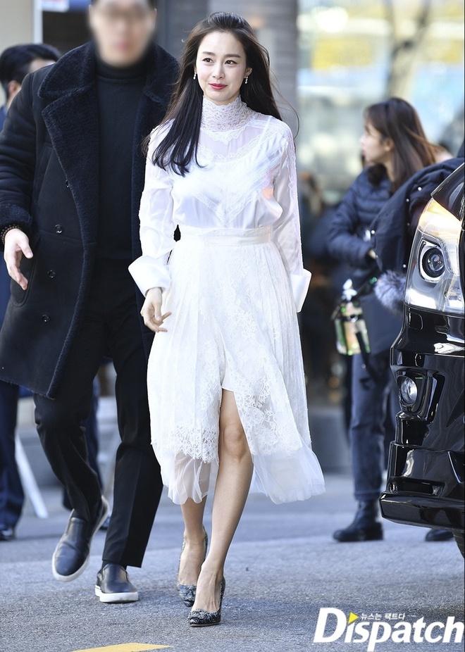 Kim Tae Hee ngoai doi thich mac do trang nhung deo tui hieu mau sac hinh anh 1 kim_tae_hee_2_1.jpg