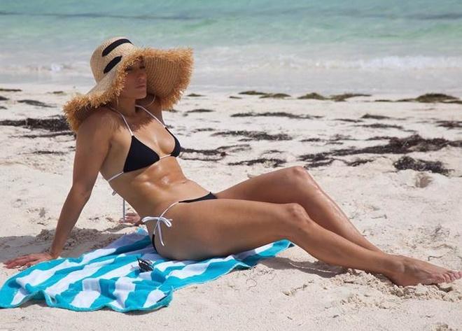 Jennifer Lopez dien bikini mot manh anh 3