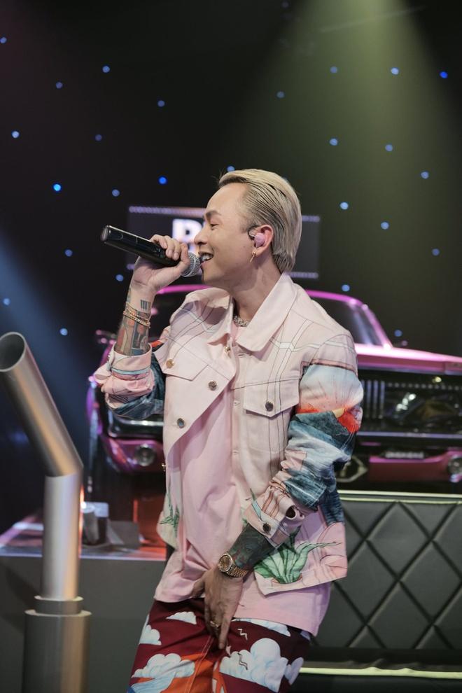 Stylist tiết lộ lý do chọn đồ màu hồng cho Binz trong 'Rap Việt' - Mặc đẹp