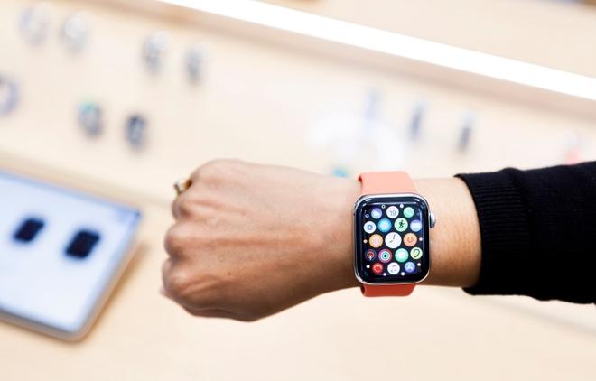 Apple Watch Series 6 nhanh hơn, chống nước tốt hơn