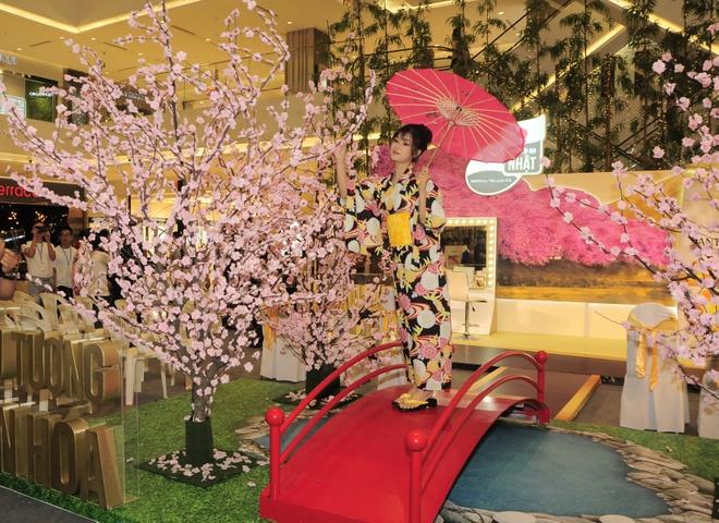 Hoang Yen Chibi dep diu dang trong trang phuc kimono hinh anh 2