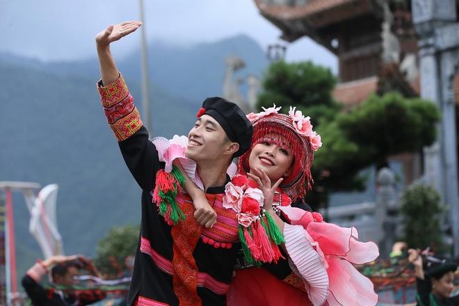 Hai san pham du lich cua Sun World Fansipan Legend xac lap ky luc VN hinh anh 4 Chuyen_tinh_chang_Do_nang_Quyen.JPG
