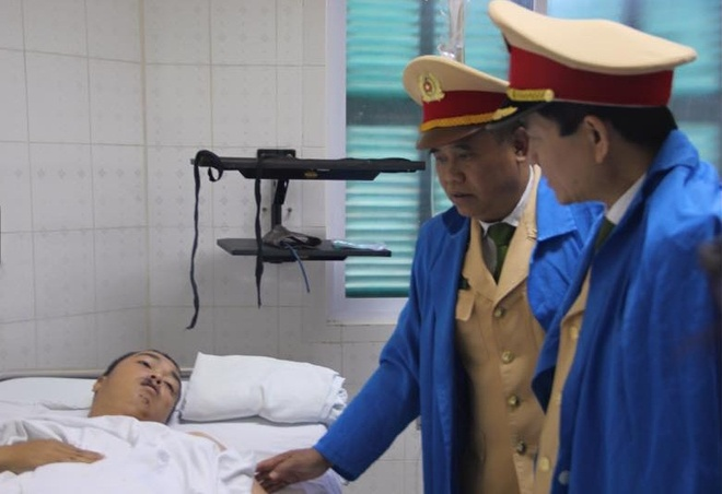 Thieu tuong Son Ha: 'De nghi trang bi vu khi cho CSGT' hinh anh