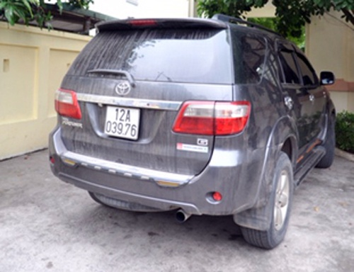 Nguoi phu nu thue xe Fortuner lap bien gia cho ma tuy hinh anh 2