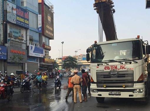 Cong an Ha Noi phat nha thau duong sat tren cao 30 trieu hinh anh 1
