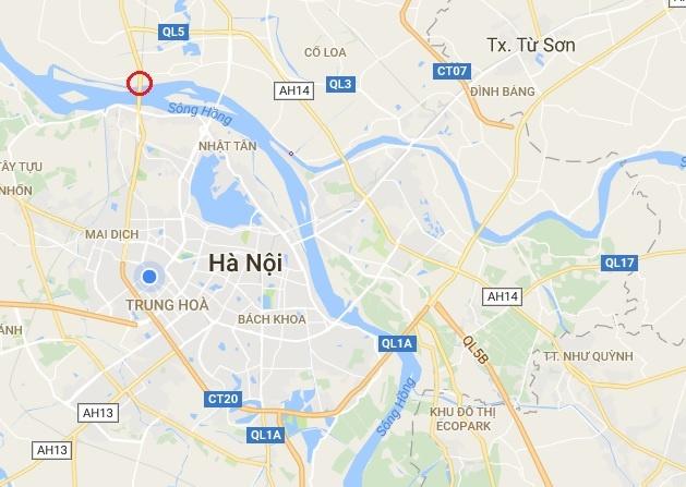 Xe khach leo dai phan cach tren cao toc di Noi Bai hinh anh 2