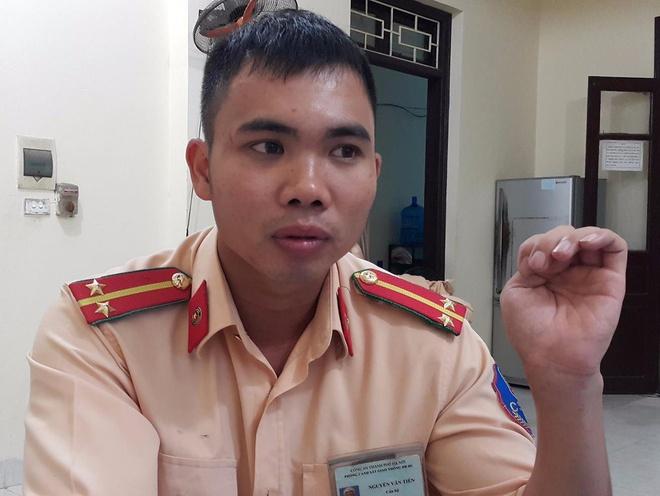 Trung uy CSGT ke phut sinh tu treo tuong cuu 5 nguoi khoi dam chay hinh anh