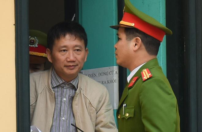 Vi sao dieu tra vien xuat hien o phien toa Trinh Xuan Thanh? hinh anh