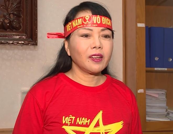Bo truong Nguyen Thi Kim Tien mac ao do gui loi chuc U23 Viet Nam hinh anh