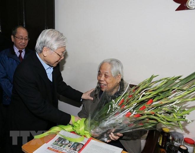 Tong bi thu Nguyen Phu Trong tham 2 nguyen lanh dao cap cao hinh anh