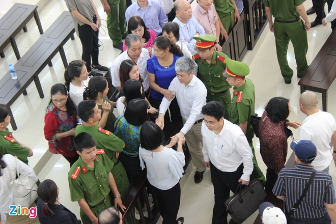 Toa y an tu hinh nhung kien nghi giam an cho Nguyen Xuan Son hinh anh 3