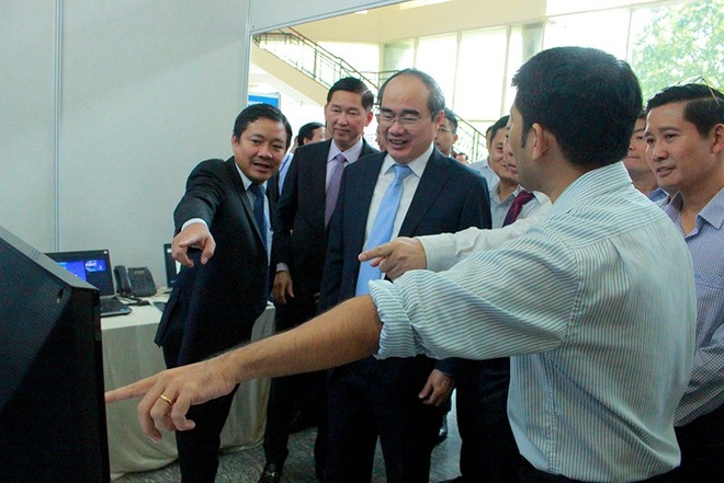 Bi thu Nguyen Thien Nhan: 'Moi nguoi dan la mot cam bien xa hoi' hinh anh