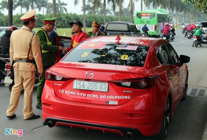 Xe CDV Hai Phong cho phao sang bi canh sat lap bien ban hinh anh