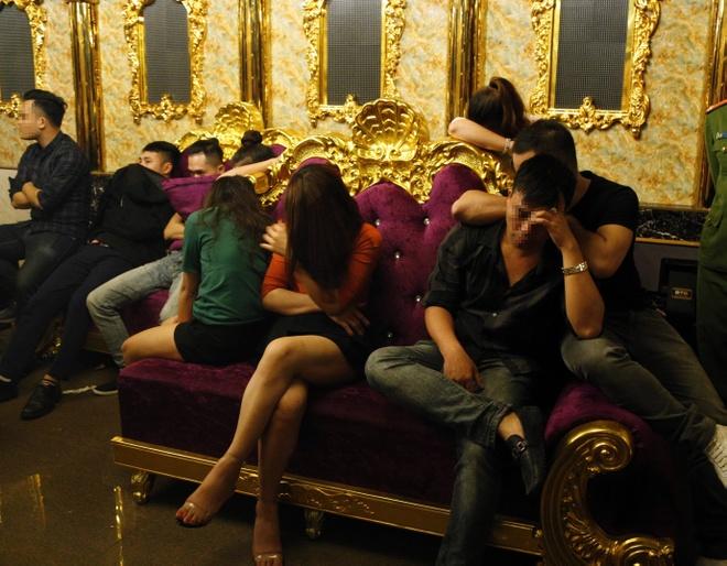 7 co gai tham gia 'tiec ma tuy' mung sinh nhat trong quan karaoke hinh anh 1