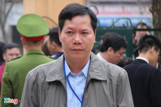 Cuu giam doc Benh vien da khoa Hoa Binh: 'Bi cao xin duoc noi tu dau' hinh anh 1