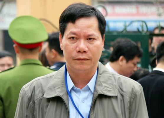 Cuu giam doc Benh vien da khoa Hoa Binh: 'Bi cao xin duoc noi tu dau' hinh anh