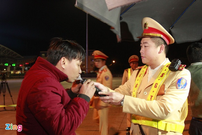 Bo truong Cong an: CSGT can cong khai noi dung xu ly vi pham hinh anh 1