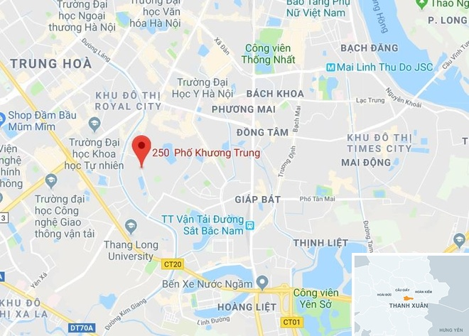 Xe Toyota Camry can chet nguoi khi lui trong ngo hinh anh 3