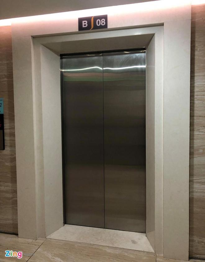 Người đàn ông nước ngoài tiếp tục bị tố sàm sỡ bé gái trong thang máy