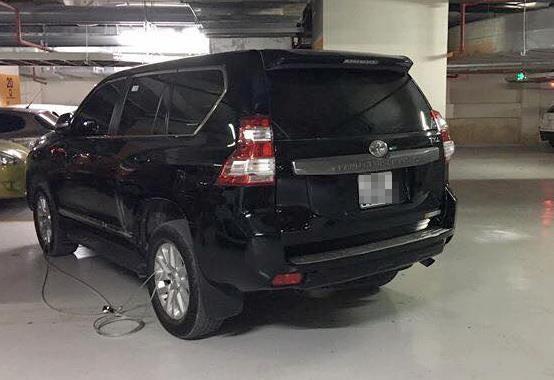 Khoi to vu mat trom oto Toyota Prado trong ham chung cu cao cap hinh anh 1