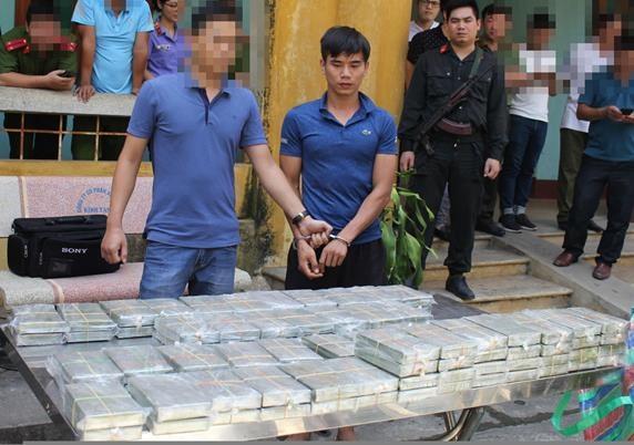 Hang chuc canh sat chan bat nhom buon 100 banh heroin hinh anh 1