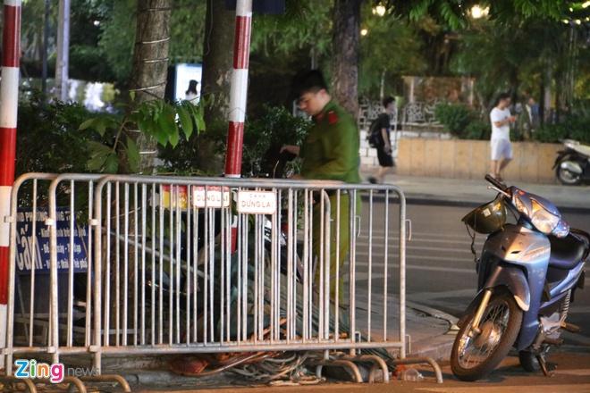 Gan 1.000 canh sat chong dua xe sau tran Viet Nam - Thai Lan hinh anh 1