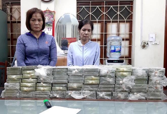 Hàng chục cảnh sát vây bắt 3 phụ nữ giao dịch 80 bánh heroin