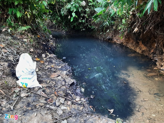 Đã bắt được 2 nghi phạm đổ dầu thải vào nguồn nước sông Đà