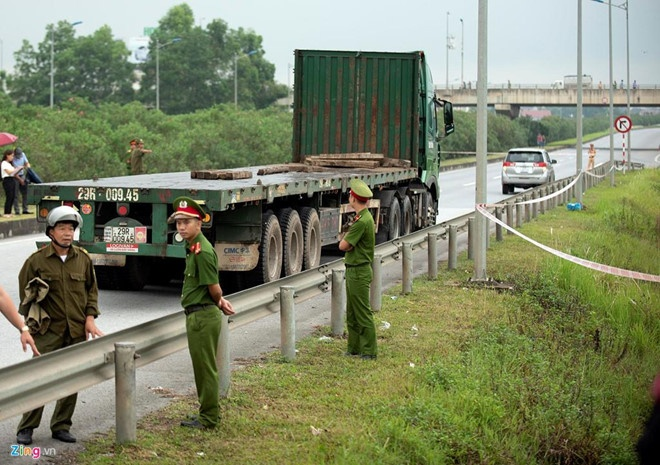 Truy to tai xe container dam Innova anh 2