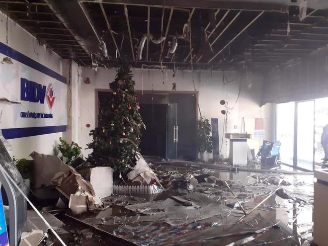 Cứu hơn 60 người thoát khỏi đám cháy ở BIDV