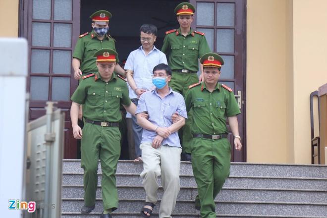 Nguyễn Quang Vinh và Khương Ngọc Chất đều bị tạm giam. Ảnh:Hoàng Lam.