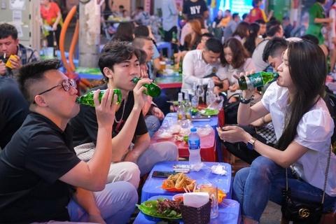 Hà Nội tạm dừng các cơ sở dịch vụ ăn, uống từ 12h ngày 25/5 - Xã hội