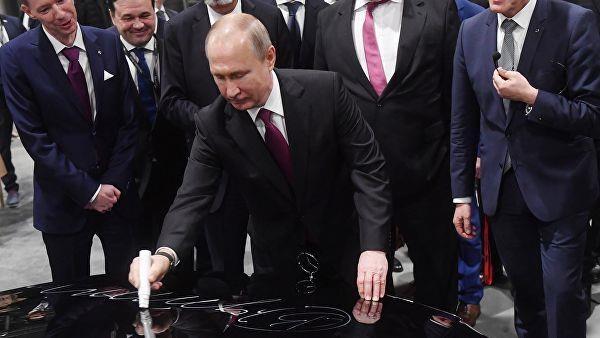 Sieu xe Aurus dua TT Putin toi thi sat nha may Mercedes dau tien o Nga hinh anh 1