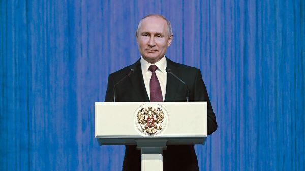 TT Putin cu chuyen gia gioi nhat toi cuu Nha tho Duc Ba Paris hinh anh 2