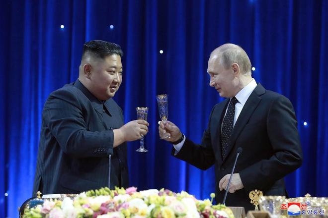 Thit nai, ca tuyet, ruou vang cho tiec chieu dai ong Kim Jong Un o Nga hinh anh 1