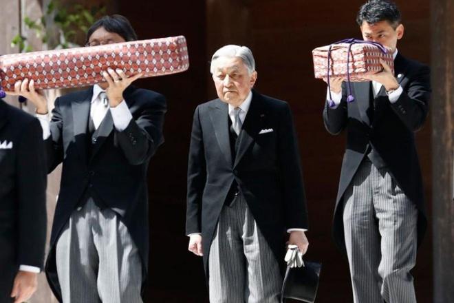 Hai vat bau se xuat hien trong le thoai vi cua Nhat hoang Akihito hinh anh 1