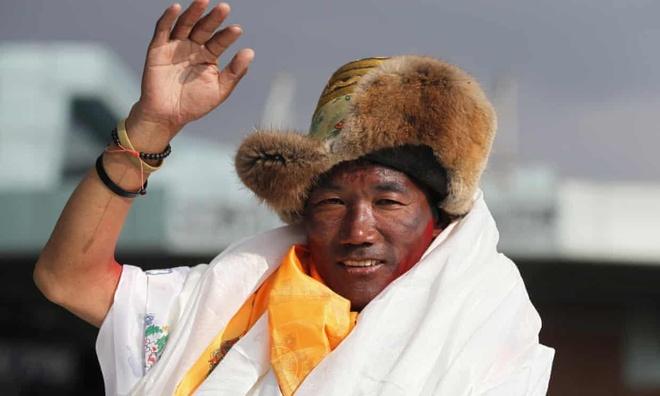 Nguoi dan ong Nepal lap ky luc 24 lan leo dinh Everest hinh anh 1