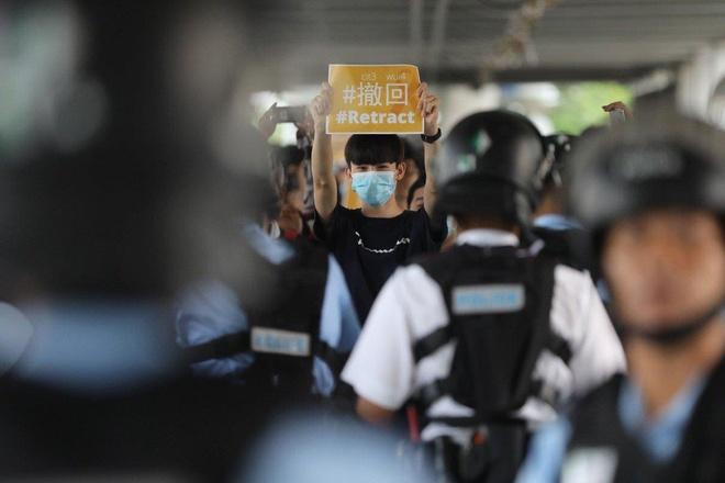 Hong Kong 'roi vao im lang', cuoc hop du luat dan do tiep tuc hoan hinh anh 1