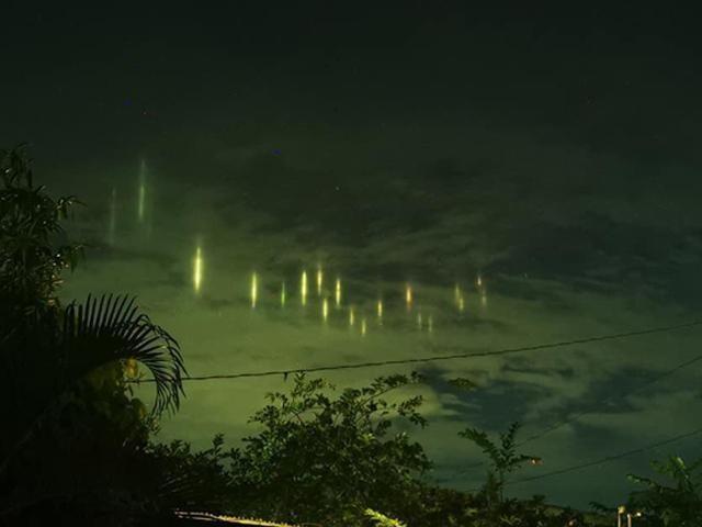 Cot sang bi an xuat hien tren bau troi Sulu, Philippines hinh anh 2
