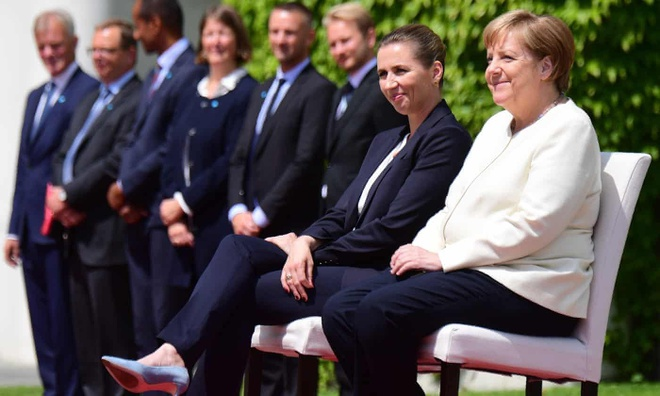 Ba Merkel ngoi trong le don thu tuong Dan Mach sau 3 lan run ray hinh anh 1