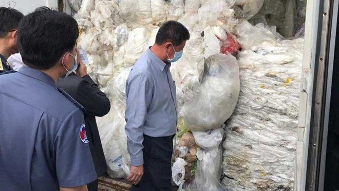 Campuchia tra lai 83 container rac don ve cang Preah Sihanouk hinh anh 1